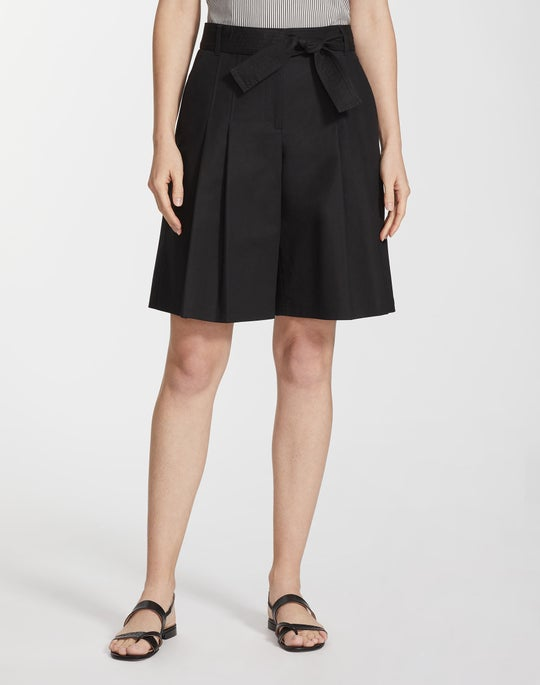 Metropolitan Stretch Pleated Arthur Short